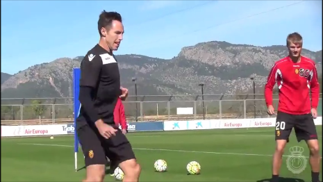 Steve Nash decided to practice some soccer with RCD Mallorca!