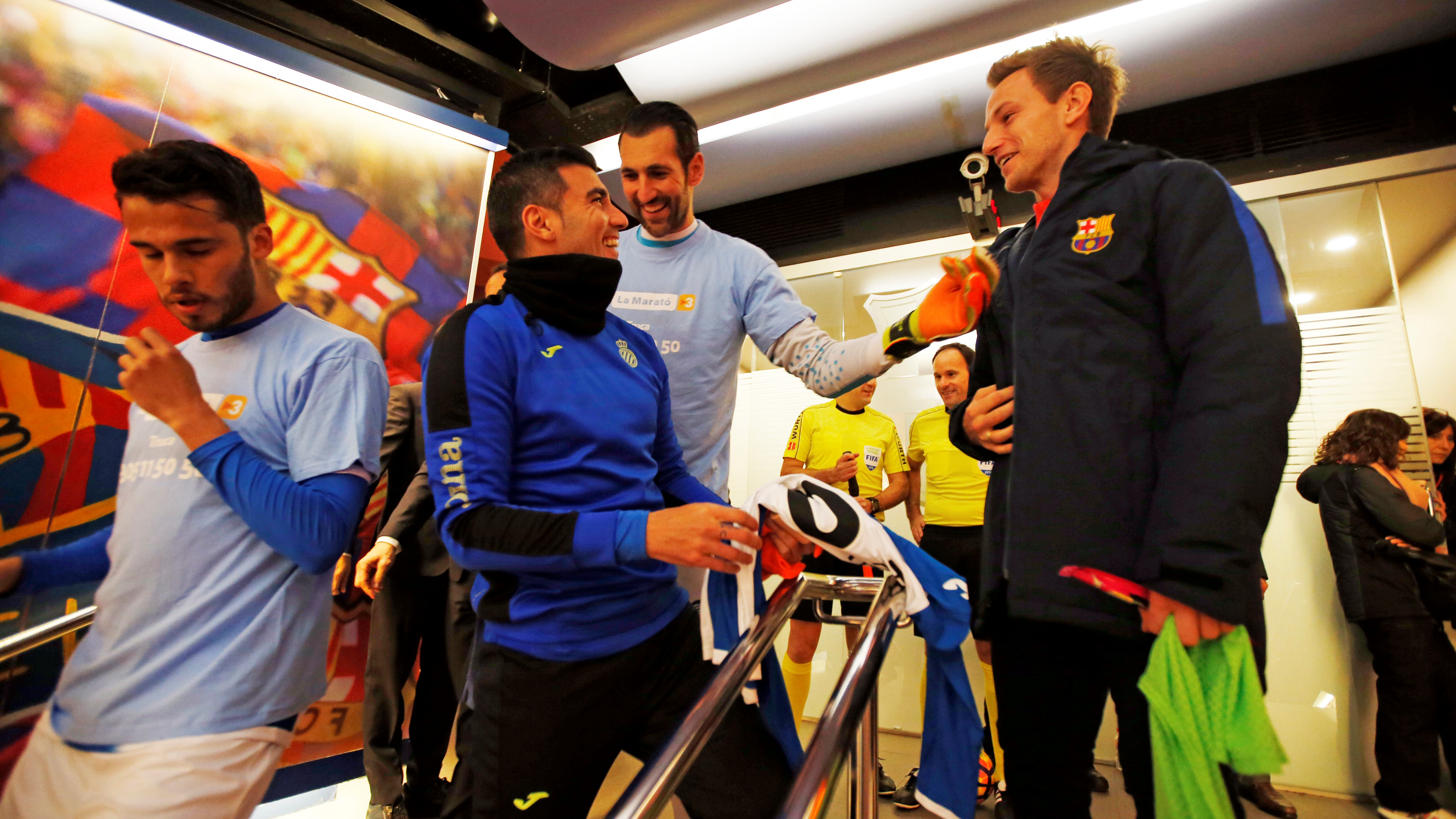 FC Barcelona – RCD Espanyol: The players in the tunnel before the game