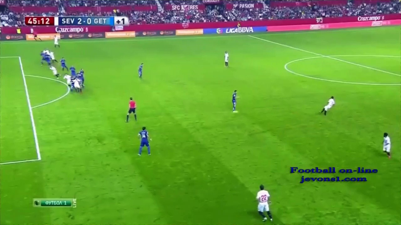 Soccer Set Piece: Distant Lateral Free Kick (Sevilla FC)